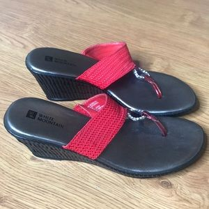 White Mountain Red and Silver Flip Flop Size 7.5
